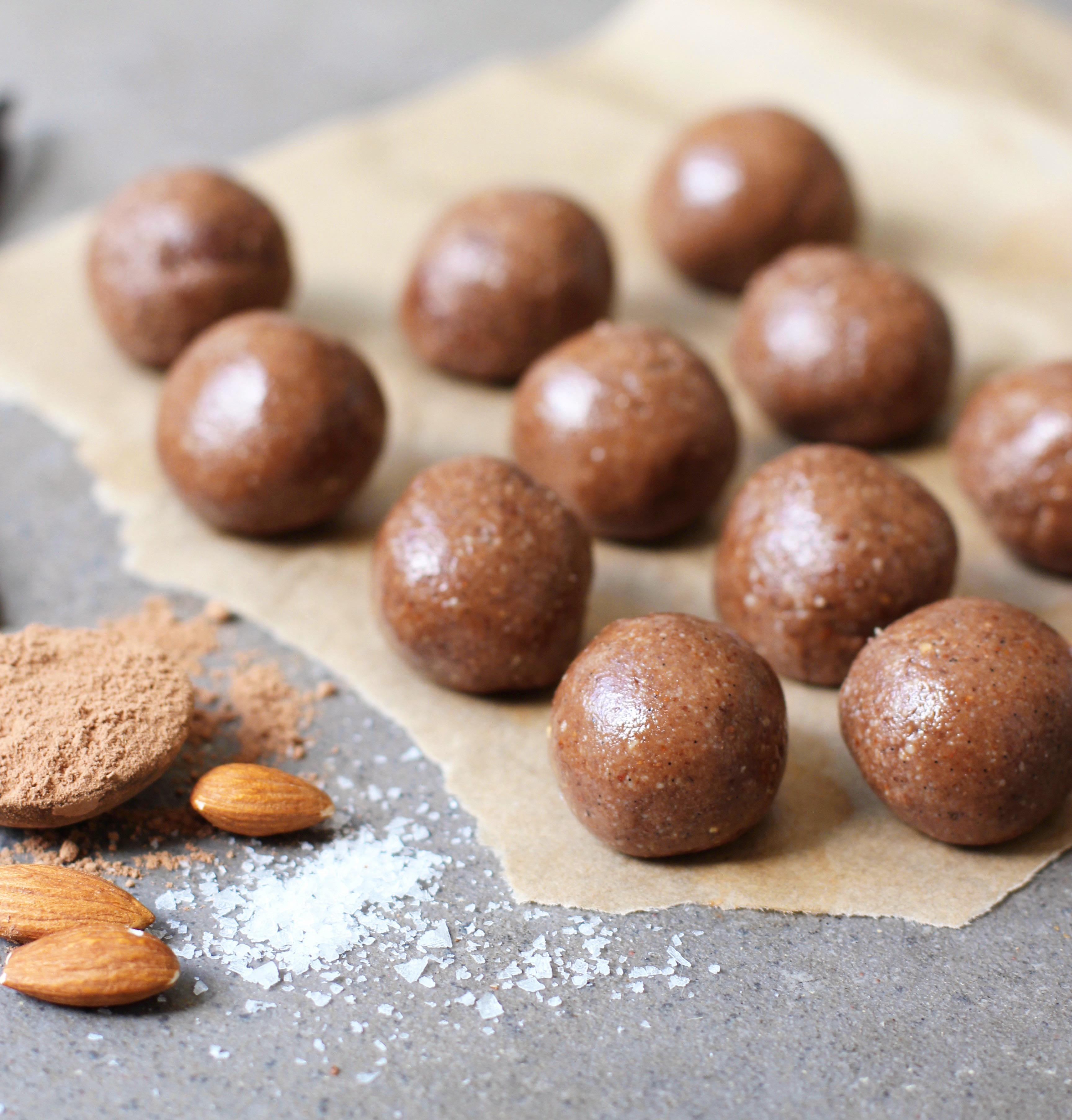 Almond cacao balls 1